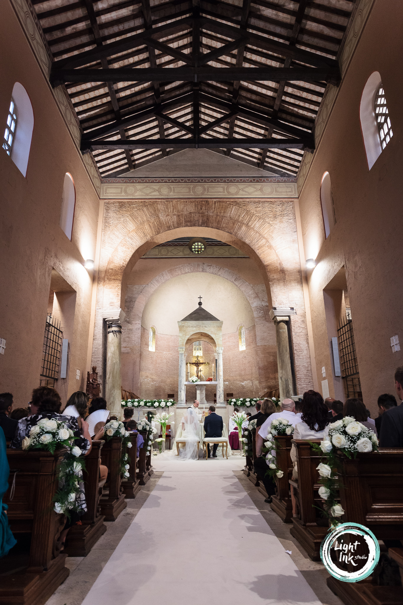 Foto matrimonio ingesso in chiesa